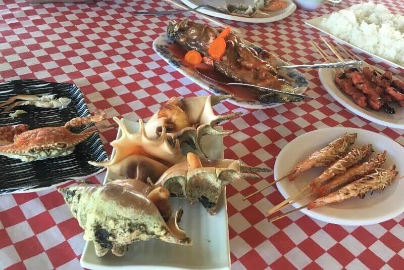 海上レストランでランチ