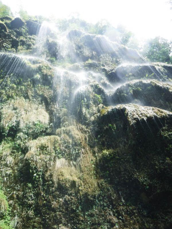 ツマログ滝の真下から