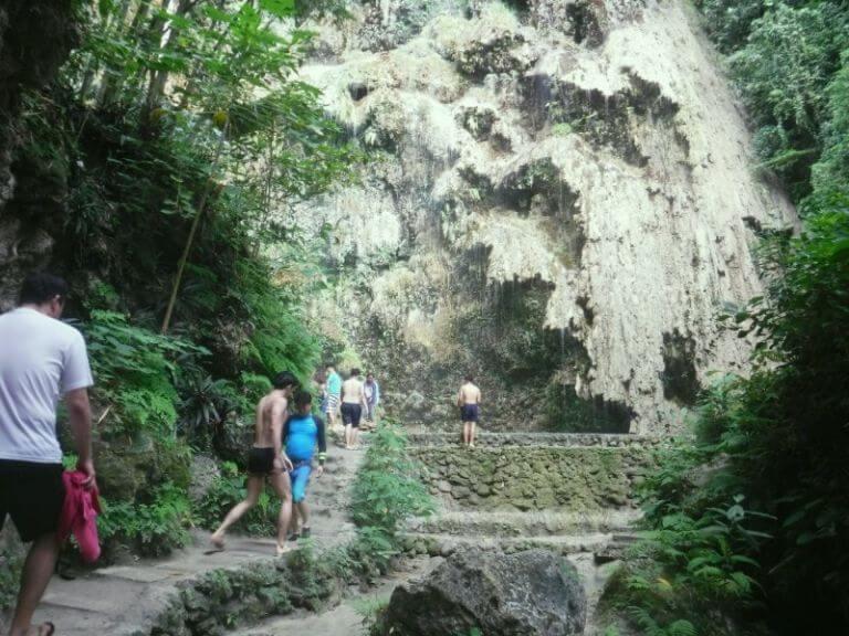 ツマログ滝の入口