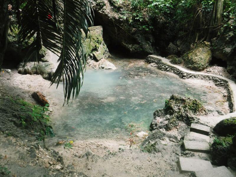ツマログ滝の泉